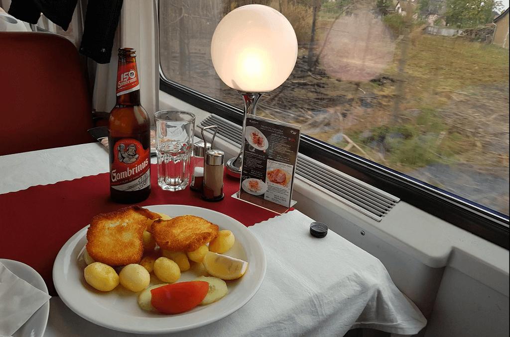 Deftiges Essen im EuroCity nach Prag mit Bier