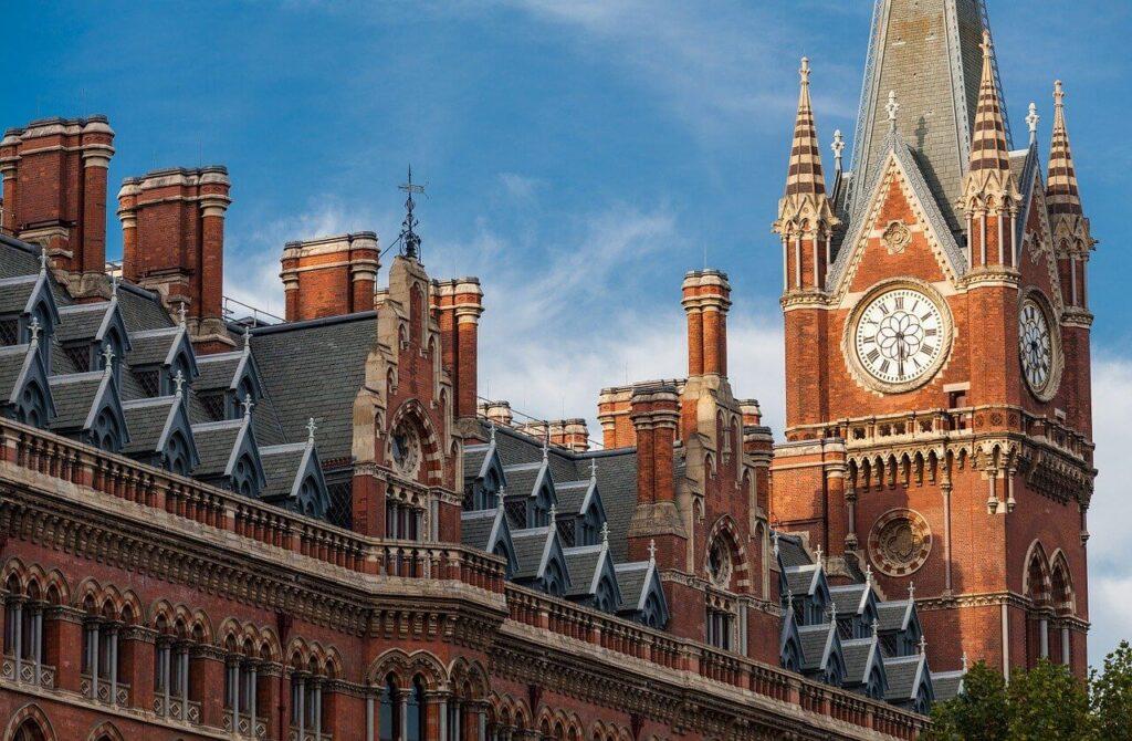 London St. Pancras Station:  Bei Verbindungen mit dem Zug nach London ist dies der Endbahnhof