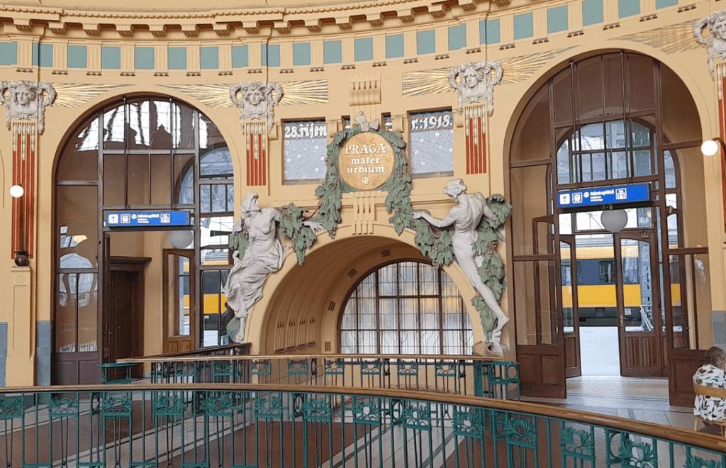 Hauptbahnhof in Prag: Historische Halle