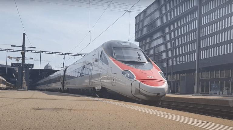EuroCityExpress (ECE) im Bahnhof Zürich