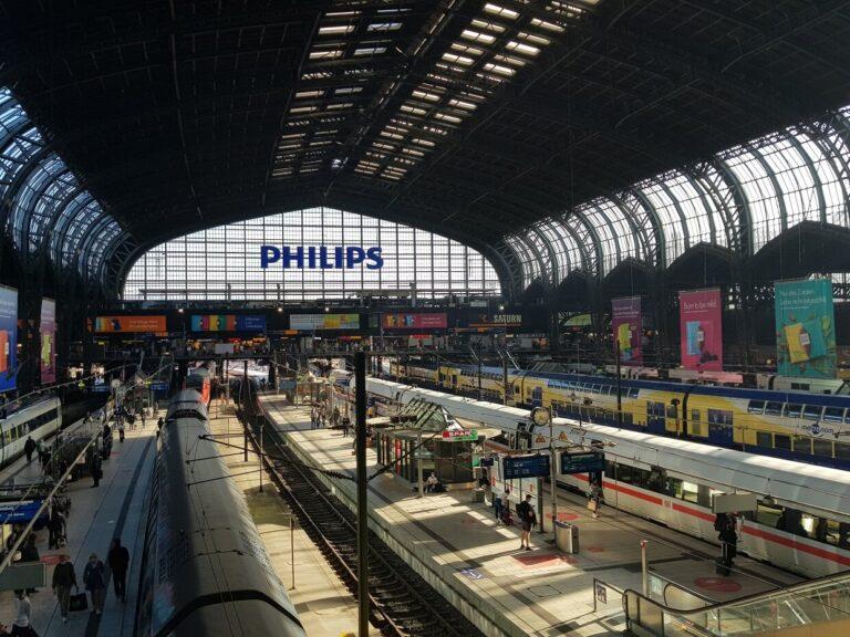 Blick in die Halle vom Hauptbahnhof in Hamburg